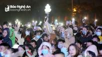 Hàng nghìn người đổ về Quảng trường Hồ Chí Minh đón năm mới