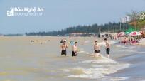 Phố biển Cửa Lò thực hiện nghiêm các biện pháp phòng dịch trong ngày đầu kỳ nghỉ lễ