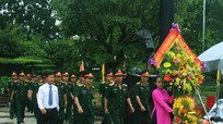 Bộ Tư lệnh Quân khu 4 dâng hương tưởng niệm Chủ tịch Hồ Chí Minh