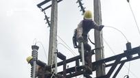 Nghệ An: Bão số 5 gây sự cố tại 32 đường dây, 2.400 trạm biến áp