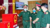 Ban Chỉ đạo bầu cử Quân khu 4 kiểm tra công tác chuẩn bị bầu cử tại Sư đoàn 324