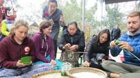 Du khách quốc tế vui Tết sớm với đồng bào Thái Nghệ An