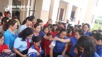 Trao 500 suất cháo tình thương cho bệnh nhân ở Nghĩa Đàn