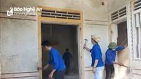 Thái Hòa: Đoàn viên thanh niên tu sửa nhà ở cho gia đình chính sách