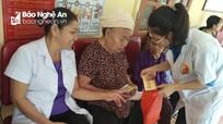 Khám, phát thuốc miễn phí cho hàng trăm người dân ở Con Cuông