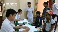 Khám miễn phí cho gần 50 người dân mắc bệnh lạ ở Nghệ An