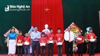 Lãnh đạo tỉnh dự lễ khai giảng, đánh trống chào năm học mới