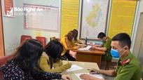 4 phụ nữ ở Nghệ An bị xử phạt vì tụ tập 'buôn chuyện' trong thời điểm cách ly xã hội