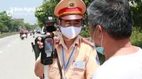 Thổi nồng độ cồn, một tài xế ở Nghệ An bị phạt 35 triệu đồng, tước bằng 23 tháng