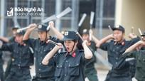 Cảnh sát cơ động Nghệ An biểu diễn kỹ năng tác chiến chống khủng bố, giải cứu con tin