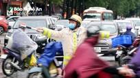 Căng sức đối phó áp lực giao thông 'đột biến' ngày cận Tết ở TP. Vinh