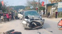 Xe máy đối đầu xe ô tô, 2 thanh niên nguy kịch