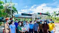 Lãnh đạo tỉnh, TP Vinh thăm, trao hỗ trợ lực lượng phòng, chống Covid và gia đình nạn nhân vụ cháy