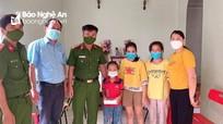 Công an huyện Diễn Châu hỗ trợ 30 chiếc điện thoại cho học sinh khó khăn