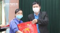 Liên đoàn lao động tỉnh trao quà 'Tết Sum vầy' 2021 cho công nhân lao động ngành Xây dựng
