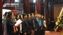 Liên đoàn Lao động tỉnh dâng hương tưởng niệm Chủ tịch Hồ Chí Minh nhân Ngày thành lập Đảng