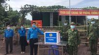 LĐLĐ tỉnh tặng quà cán bộ, chiến sĩ Đồn Biên phòng Keng Đu, Kỳ Sơn