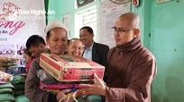 Chùa Đức Hậu trao 300 suất quà cho các gia đình khó khăn ở Anh Sơn