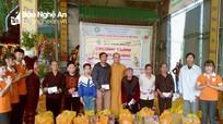 Chùa Hà trao 56 suất quà cho người nghèo huyện Nam Đàn
