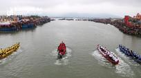Hàng nghìn người chen chân xem đua thuyền trên sông Mai Giang