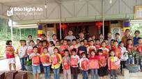 Trao 50 suất quà cho học sinh nghèo ở Yên Thành