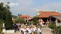 Hàng ngàn người về Truông Bồn ngày lễ thống nhất