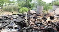 Ngôi nhà gỗ 4 gian ở Nghệ An bị lửa thiêu rụi trong nắng nóng