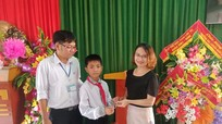 Học sinh lớp 6 ở Nghệ An nhặt được lắc vàng tìm trả người đánh mất