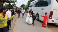 Hàng trăm người khuyết tật về dự đám cưới 'chàng trai tí hon' ở Nghệ An