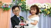 Hình ảnh xúc động tại lễ cưới của cặp đôi tí hon ở Nghệ An