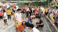 Hào hứng trò xúc bột mì trong ngày hội đại đoàn kết của người dân Nghệ An