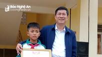 Ngành giáo dục Nghệ An tặng giấy khen học sinh trả lại lắc vàng cho người đánh rơi