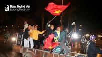 Muôn kiểu xe xuống đường 'đi bão' mừng chiến thắng của đội tuyển U22 Việt Nam