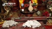 Nghệ thuật điêu khắc và báu vật gây kinh ngạc ở đền cổ Linh Kiếm