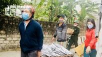 Người dân vùng biển Nghệ An góp cá, tôm ủng hộ khu cách ly tập trung
