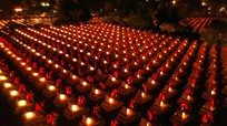 Hàng nghìn ngọn nến lung linh trong đêm tri ân các anh hùng liệt sỹ ở Nghệ An