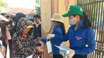 Hình ảnh đẹp 'Tiếp sức mùa thi' của thanh niên tình nguyện Nghệ An