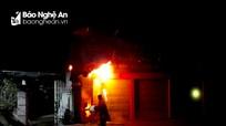 Nghệ An: Cả làng chữa cháy trong mưa rét