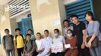 Sinh viên Nghệ An tại Huế bán cam gây quỹ hỗ trợ cho đồng hương bị bệnh hiểm nghèo