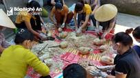 Thức đêm chế biến nhút mít, muối măng ủng hộ người dân TP Vinh chống dịch
