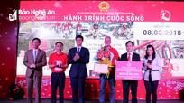 Trao 400 chiếc xe đạp cho học sinh nghèo hiếu học Nghệ An