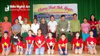 Trao 50 suất quà cho hộ nghèo xã biên giới huyện Thanh Chương