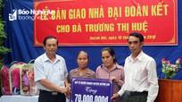 Các địa phương bàn giao nhà tình nghĩa, trao quà cho hộ nghèo, học sinh nghèo vượt khó