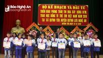 """Trao 100 suất học bổng """"Vì trẻ em Việt Nam"""" cho học sinh Quỳnh Lưu"""