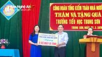Kiểm toán Nhà nước trao tặng 20 bộ máy tính cho học sinh Đô Lương