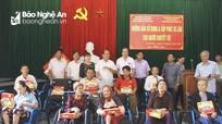 Trao tặng xe lăn cho người khuyết tật, hỗ trợ người nghèo tại Nghệ An