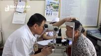 Bệnh viện Đa khoa Cửa Đông khám bệnh, phát thuốc miễn phí cho gần 1.000 người cao tuổi
