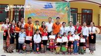 Trao 275 suất quà cho học sinh nghèo ở Quỳ Châu nhân dịp năm học mới