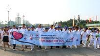1.000 người dân Nghệ An đi bộ hưởng ứng 'Ngày Tim mạch thế giới'