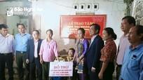 Trao 70 triệu đồng hỗ trợ làm nhà đại đoàn kết cho gia đình hộ nghèo ở Quỳ Hợp